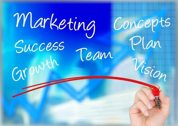 marketing_mano_lavagna_trasparente